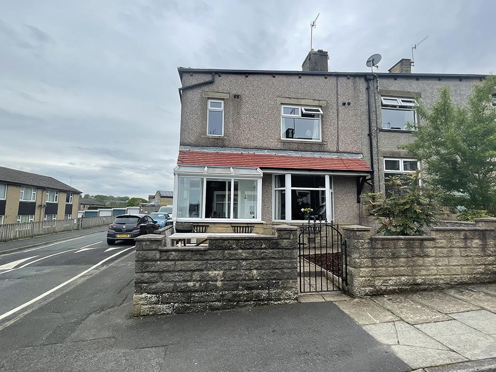 3 bedroom house For Sale in Colne - Property photograph
